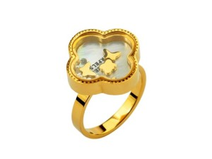 Van Cleef & Arpels White Shell Clover in yellow gold ring