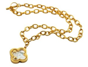Vancleef&Arpels White Shell Clover in yellow gold necklace