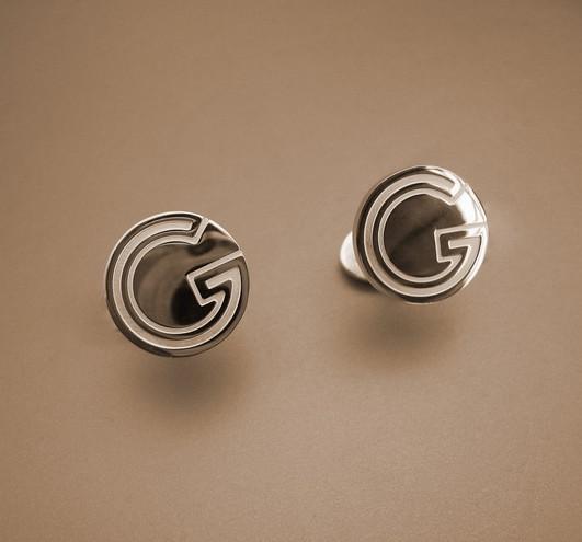 Gucci solid circle G cufflinks personalized cufflinks