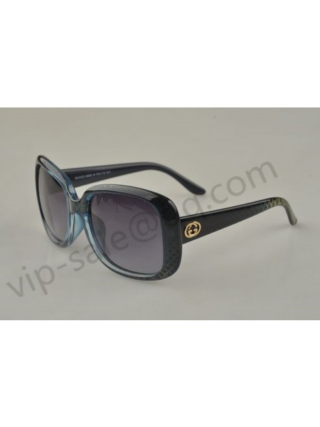 Gucci medium oval frame sunglasses with GG detail and diamond