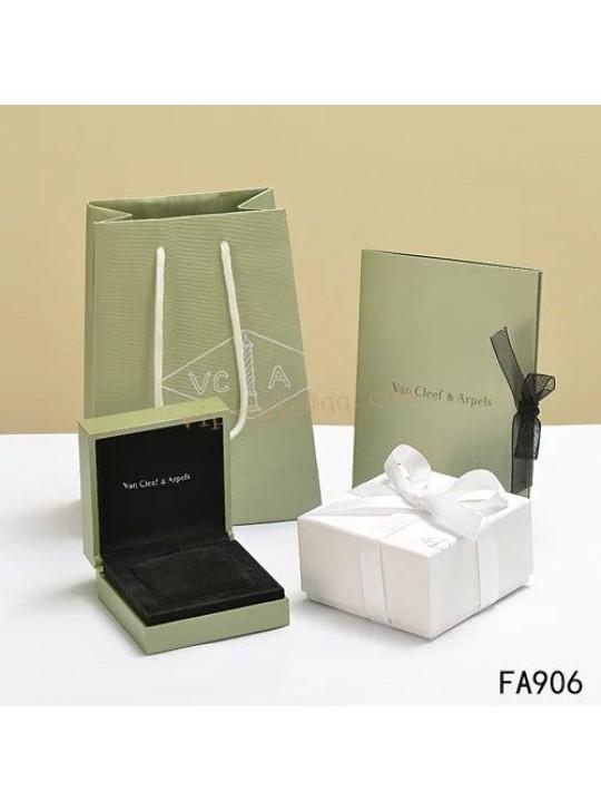Van Cleef & Arpels Shopping Bag, Certificate, Bracelet Box