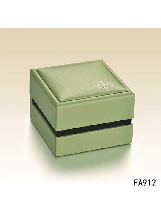 Van Cleef & Arpels Box For Earrings/Ring