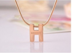 Hermes Logo Necklace in 18kt Yellow Gold