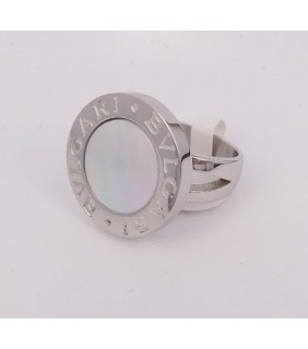 bvlgari ring in 18kt white gold with mother of pearl