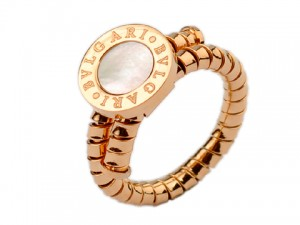 Bvlgari Ring in 18kt Pink Gold with White Mother of Pearl
