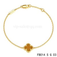 Van cleef & arpels Sweet Alhambra bracelet<li>yellow gold with light red clover