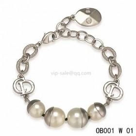 Dior white pearl bracelet in white