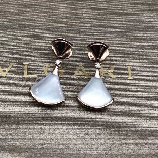 bvlgari DIVAS' DREAM earrings in 18 kt rose gold set with mother-of-pearl and diamonds
